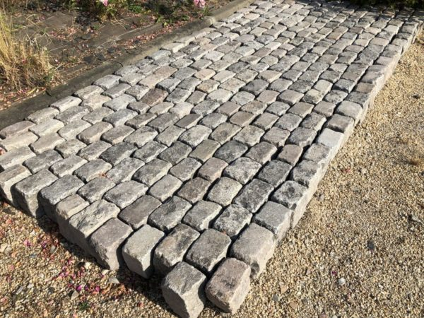 stock of reclaimed cobble stone vfrom france