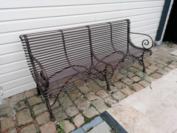 many seats on our classic metal bench