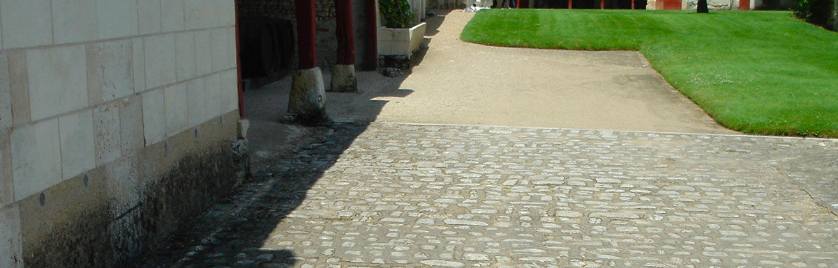 antique reclaimed cobblestones paving at chenonceau
