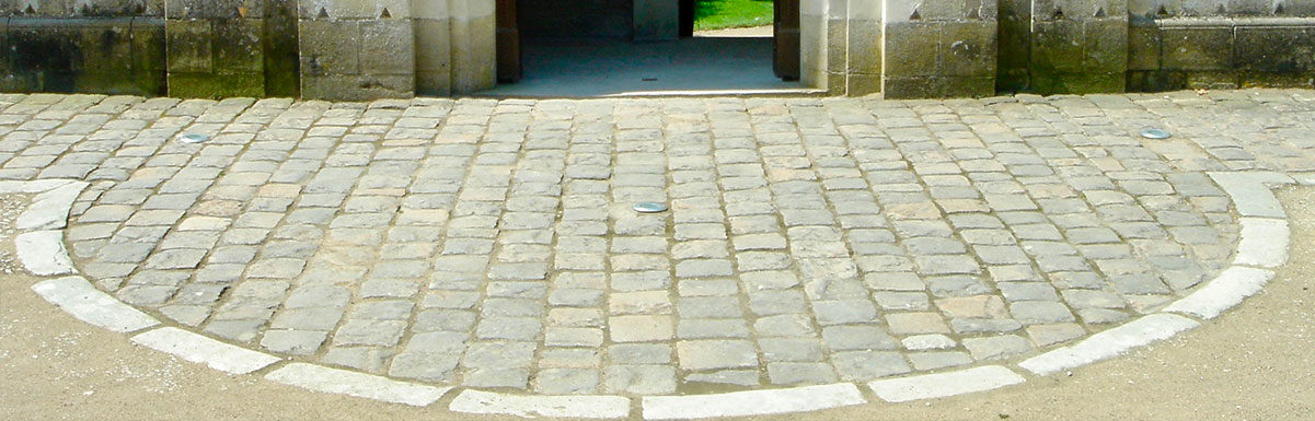 antique street setts at chenonceau