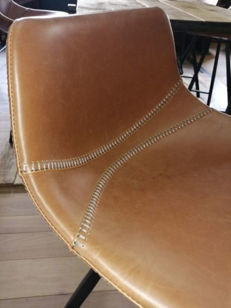 zoom on high leather chair