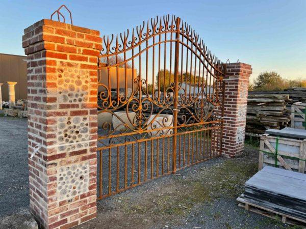 nEX REPLICAS OF GATES