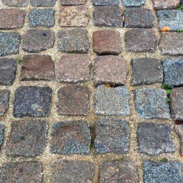 Reclaimed porphyry stone paving