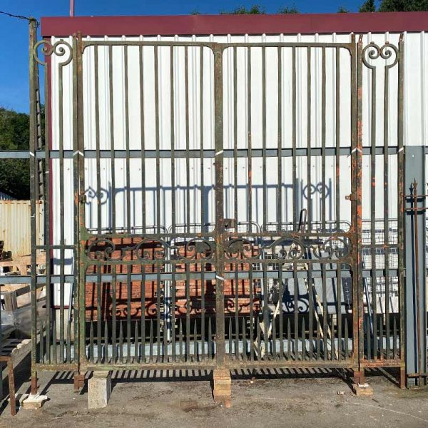 antique gates from anjou