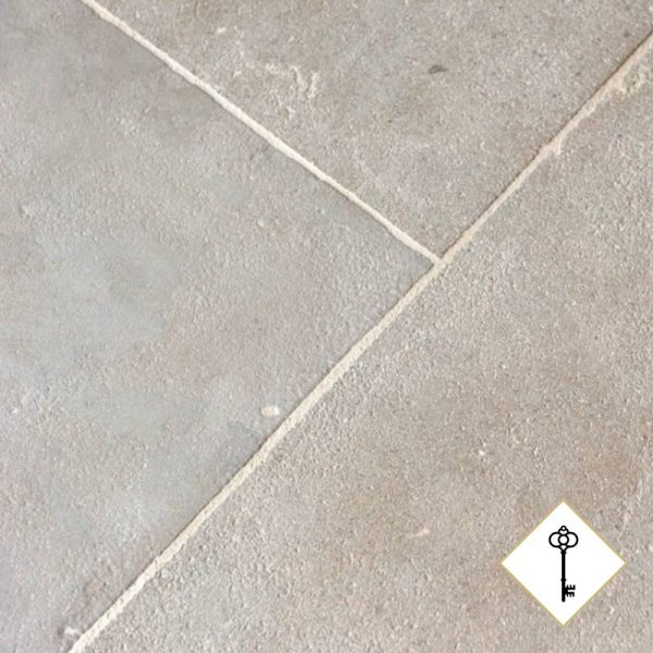 Lightly patined patrimoine flagstones