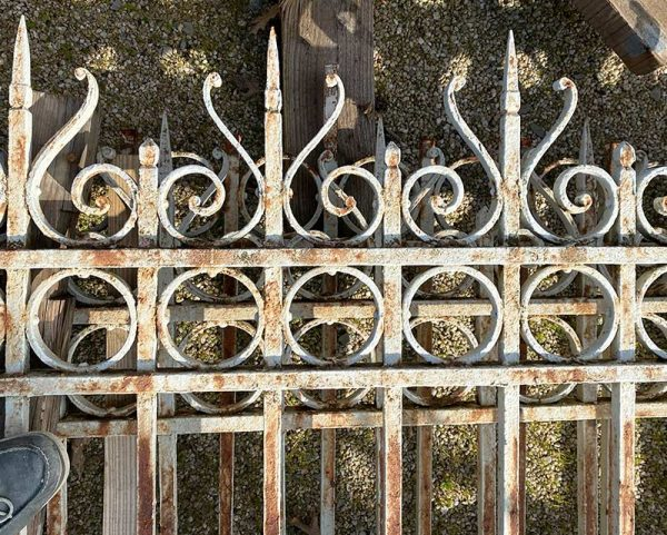 Reclaimed railings in white color
