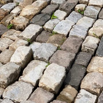 antique barracks setts in liemstone and gritsone